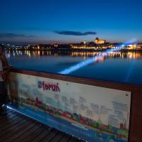 Widok na most świetlny w Toruniu