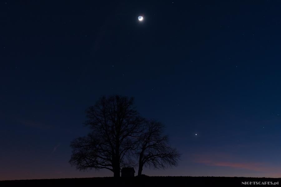 Jak ustawić ostrość wfotografii gwiazd lub gdyjest zupełnie ciemno.