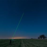 Promień lasera jako pomoc przy kadrowaniu gwiazd.