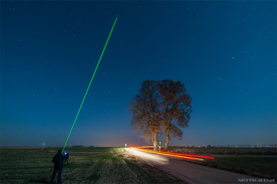 Zielony laser jako pomoc przy ustawieniu gwiazdy polarnej wkadrze.