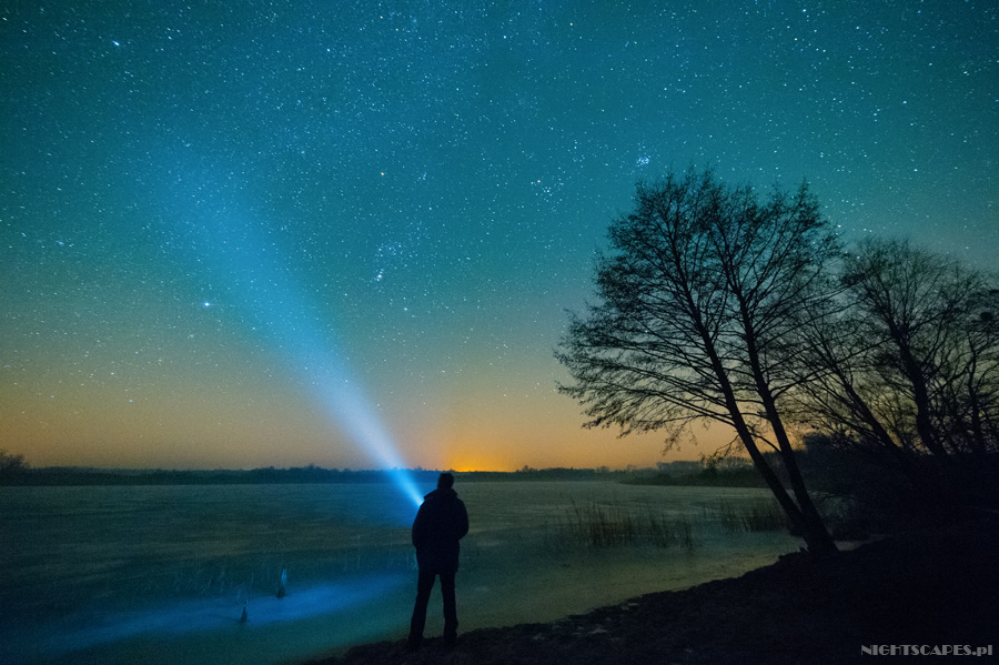 Jezioro Siczyńskie nocą. Autoportret zlatarką wnocy.
