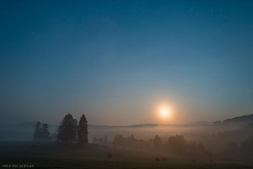 Księżyc wfotografii astropejzażu. Wykorzystanie zachodzącego Księżyca dorozświetlania pejzażu.