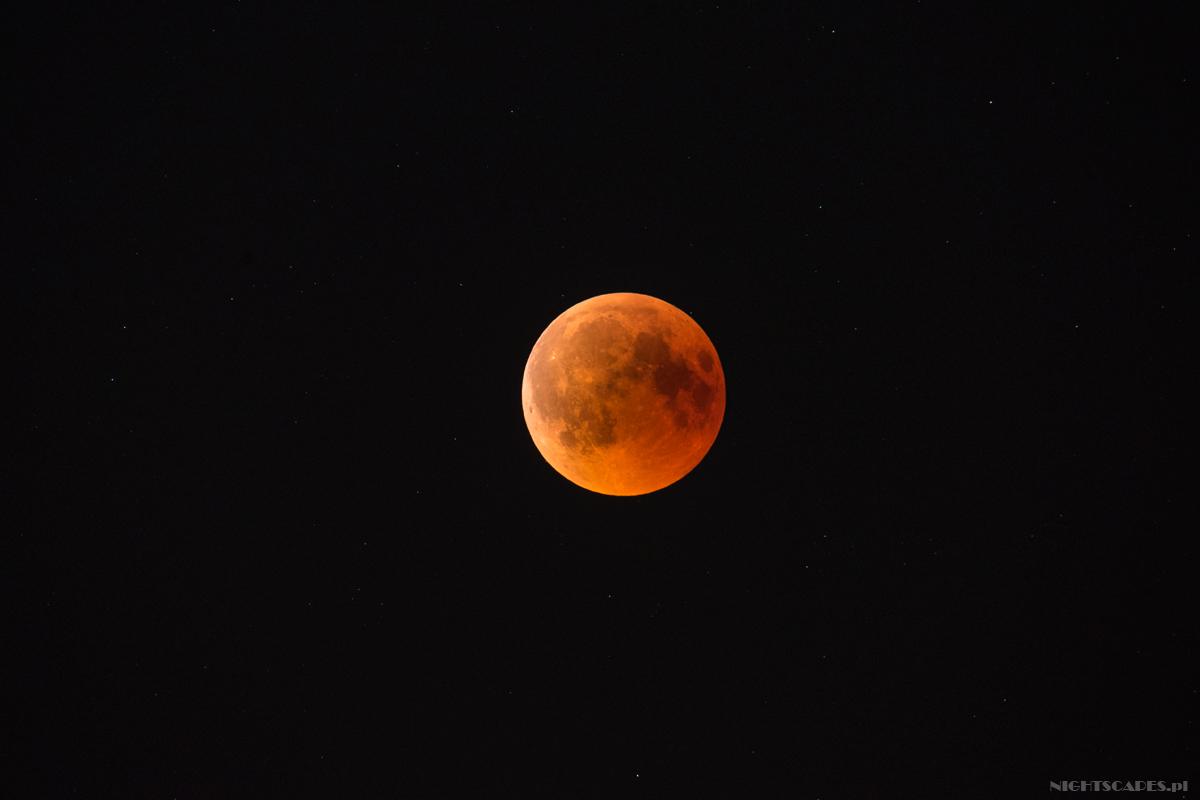 Okolice maksymalnej fazy zaćmienia Księżyca (27 lipca 2018).