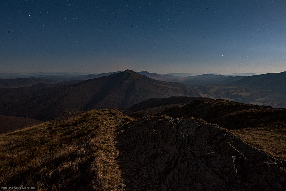 Bieszczadzki połoniny nocą (Nikon D750, Sigma A20 mm f/1.4 DG HSM: 15s, f/3.2, iso 1600)