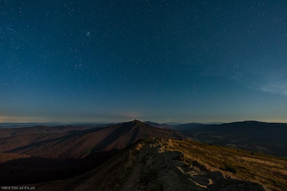 Nocna panorama Bieszczad zPołoniny Wetlińskiej (Nikon D750, Sigma A14 mm f/1.8 DG HSM: 20s, f/2.8, iso 1600)