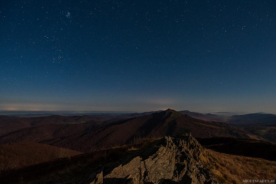Nocna panorama zPołoniny Wetlińskiej (Nikon D750, Sigma A20 mm f/1.4 DG HSM: 15s, f/2.8, iso 1600)