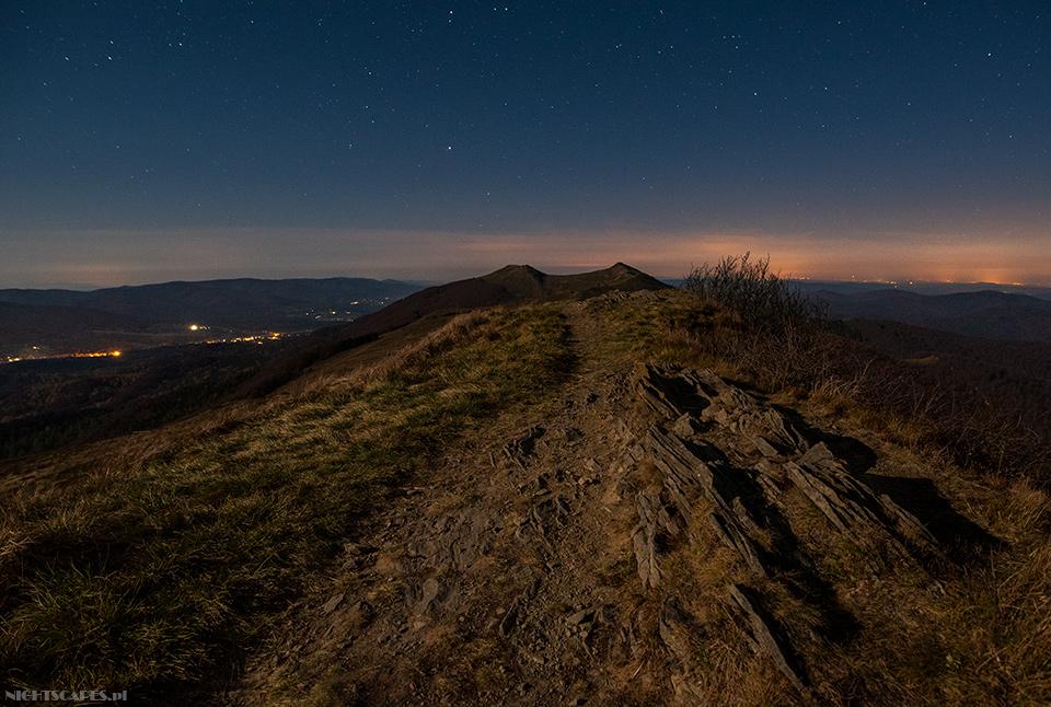 Połonina Wetlińska nocą. Widok wkierunku zachodnim (Nikon D750, Sigma A20 mm f/1.4 DG HSM: 15s, f/3.2, iso 1600)