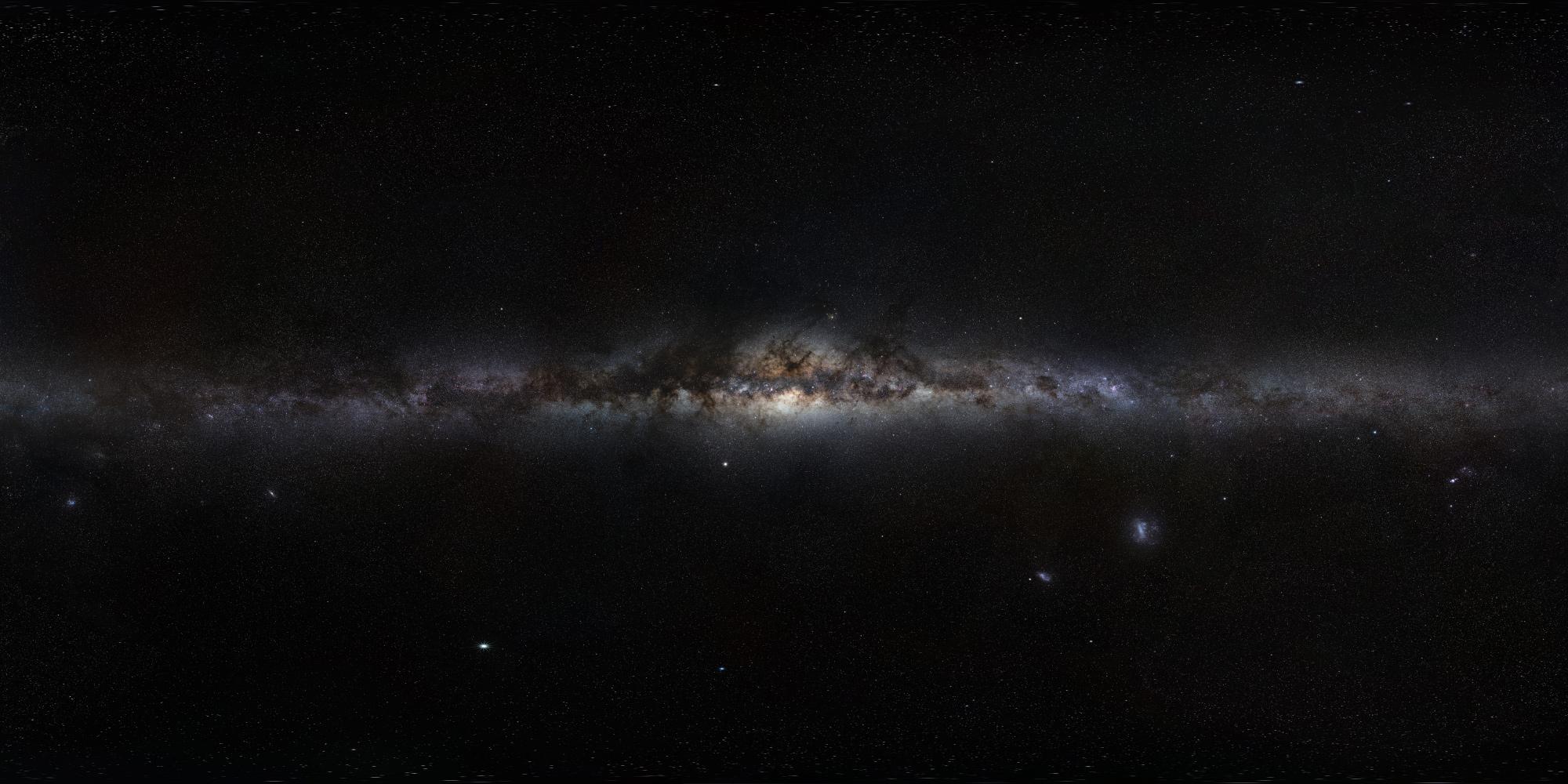 360-stopniowa panorama pokrywająca całe niebo południowej ipółnocnej sfery niebieskiej zwyraźnie widoczną wcałości