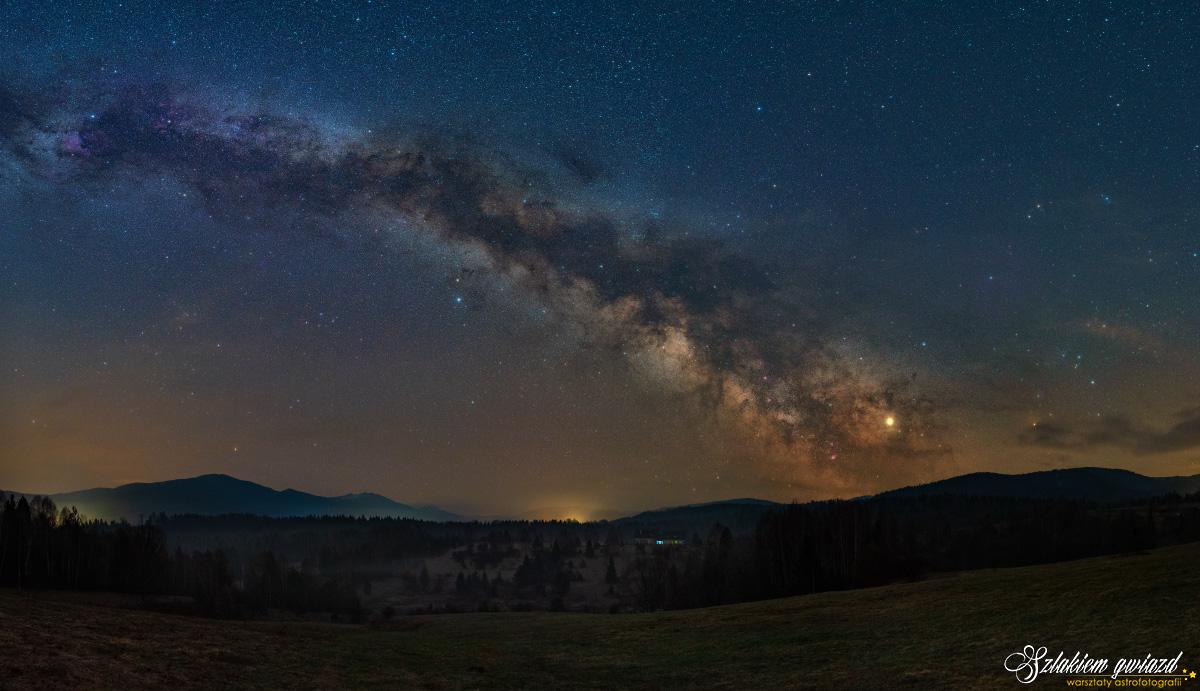 Nasz dom. Zdjęcie Drogi Mlecznej wBieszczadach. II miejsce wkonkursie Astrocamera 2019 wkategorii astrokrajobraz.